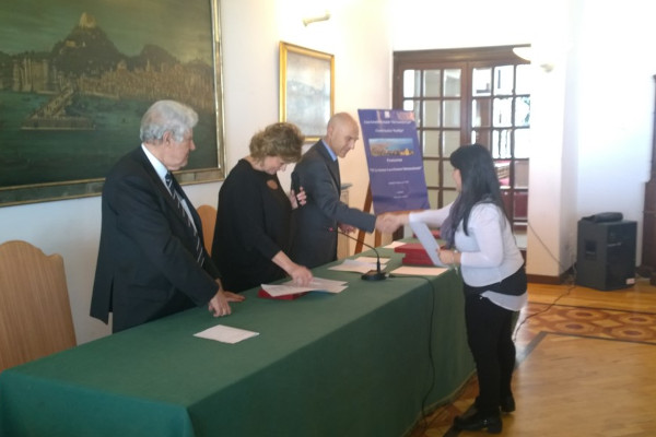 Menzione di Merito al Circolo Nautico Posillipo con il prof. Paolo Cutolo a Maria Letizia Volpe